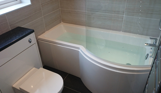 P Shape Shower Bath Suite With Fitted Furniture