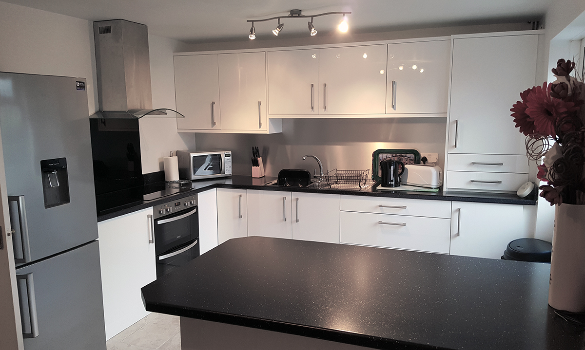 Connoisseur Glacier White Gloss with Black Sparkle Worktops ... on black with white drawers, black with white doors, black with white kitchen floor,
