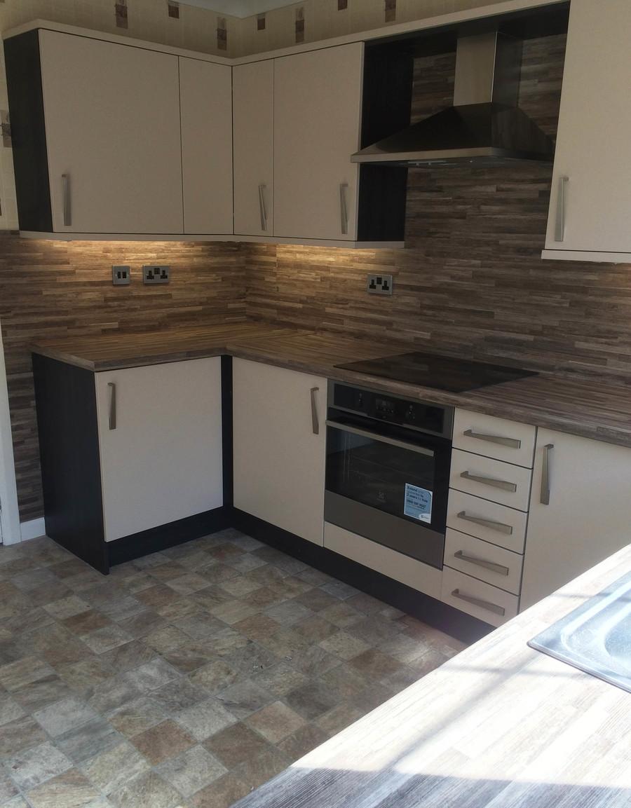 Tecaz bathroom suites - Conoisseur Fresso Beige And Hacienda Black With Malawi Brown Worktops