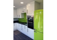 Conoisseur Gloss White Doors and Quartz Worktops