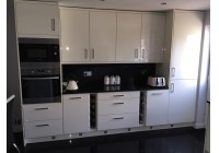 Signature Lusso Cream Gloss & Black Mirror Quartz Worktop